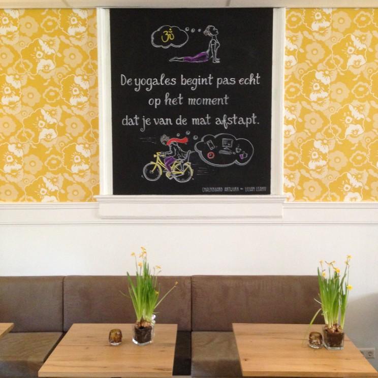 De NIeuwe Yogaschool Amsterdam quote johan noorloos de yogales begint pas echt op het moment dat je van de mat afstapt chalkboardart krijtbordkunst lilian leahy rotterdam amsterdam
